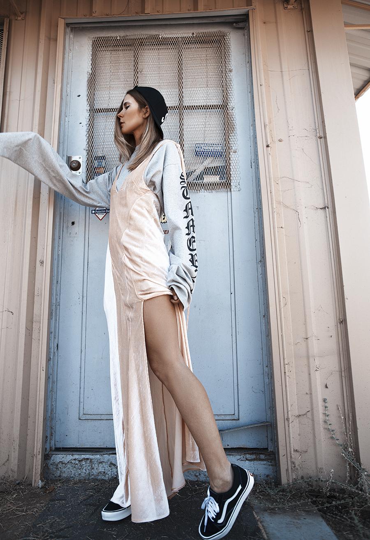 Native Fox - Jennifer Grace : Velours - Photo 2: Attico, Supreme, Vans, Vetements