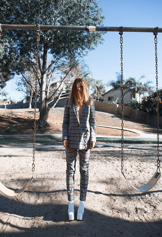 Native Fox - Jennifer Grace : Swing - Photo 1: Balenciaga, Thakoon