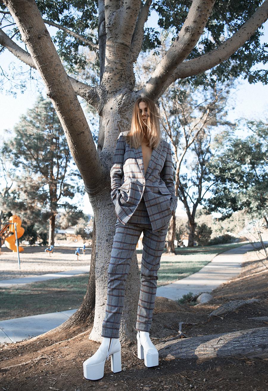 Native Fox - Jennifer Grace : Swing - Photo 4: Balenciaga, Thakoon