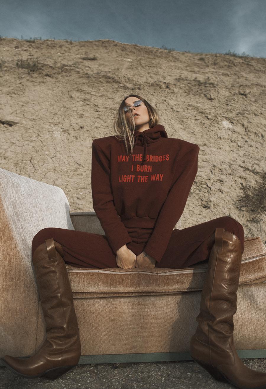 Native Fox - Jennifer Grace : Space Cowgirl - Photo 3: Acne, Vetements
