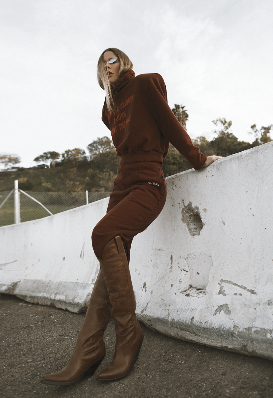 Native Fox - Jennifer Grace : Space Cowgirl - Photo 5: Acne, Vetements
