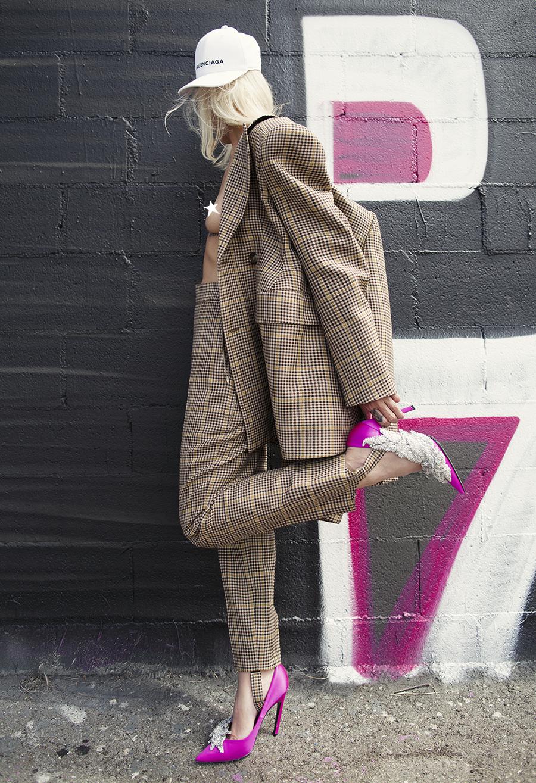 Native Fox - Jennifer Grace : Business - Photo 2: Balenciaga