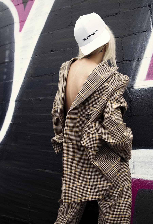 Native Fox - Jennifer Grace : Business - Photo 3: Balenciaga