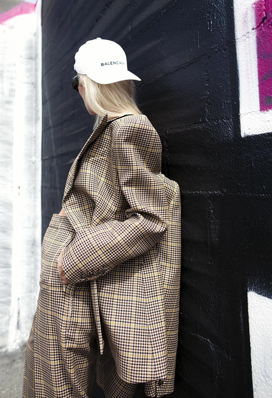Native Fox - Jennifer Grace : Business - Photo 4: Balenciaga