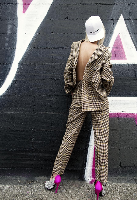 Native Fox - Jennifer Grace : Business - Photo 5: Balenciaga